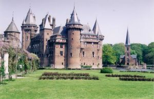 Kastel de Haar, near Utrecht, Netherlands - site of the Elf Fantasy Fair at which Hobb was visitor in April 2008, though that wasn't when I took this picture of the place.