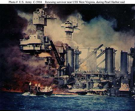 USS Arizona, 7 December 1941. Public domain, http://www.ibiblio.org/hyperwar/ OnlineLibrary/photos/images/ac00001/ ac05904.jpg
