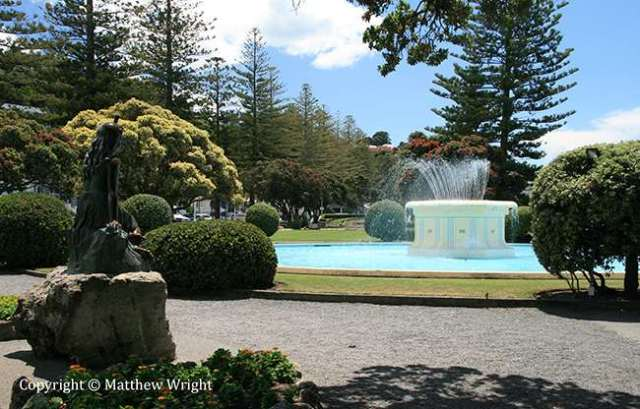 A photo I took of the Tom Parker Fountain, Napier, January 2013.