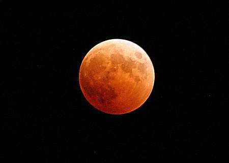 US Navy photo of a total lunar eclipse in 2004, by Photographer's Mate 2nd Class Scott Taylor. Public domain, via Wikipedia.