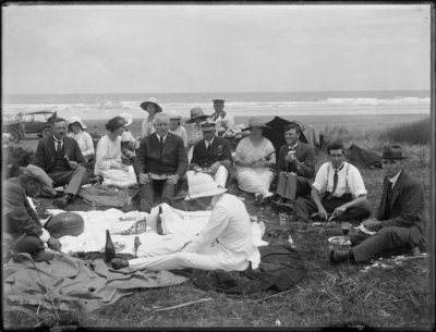 Sir John Jellicoe, as Governor-General of New Zealand, picnicking on Ninety Mile Beach in January 1924. Northwood, Arthur James, 1880-1949. Lord Jellicoe picnicking at 90 Mile Beach. Northwood brothers :Photographs of Northland. Ref: 1/1-006355-G. Alexander Turnbull Library, Wellington, New Zealand. http://natlib.govt.nz/records/22313306