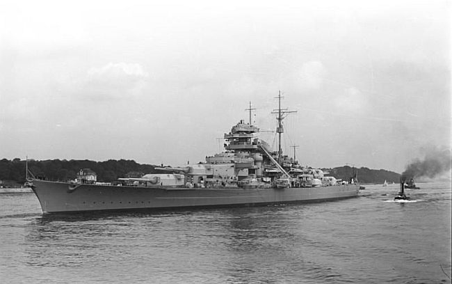 Bismarck after completion in 1940.  Click to enlarge. Public domain, Bundesarchiv_Bild_193-04-1-26.