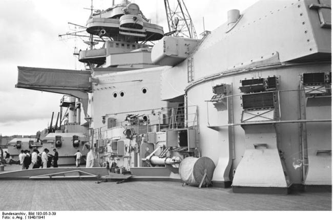 On the deck of the Bismarck.  Note the doubled secondary battery, 150- and 110-mm guns above. Bundesarchiv_Bild_193-05-3-39