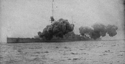 SMS Derfflinger, second German battlecruiser in their line, firing a salvo. Public domain, Wikipedia.