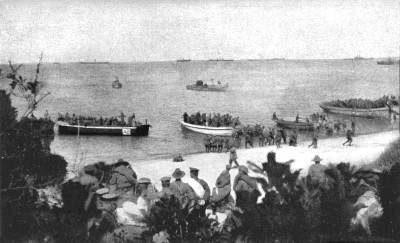 Anzac Beach during the landing by 4 Battallion on 25 April 1915. Photo by Lance-Corporal Arthur Robert Henry Joyner. Public domain, via Wikipedia.