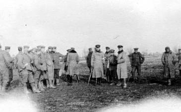 British soldiers of the Northumberland Hussars meeting German troops during the Christmas truce of 1914. Public domain, IWM  Q 50719, via Wikipedia.