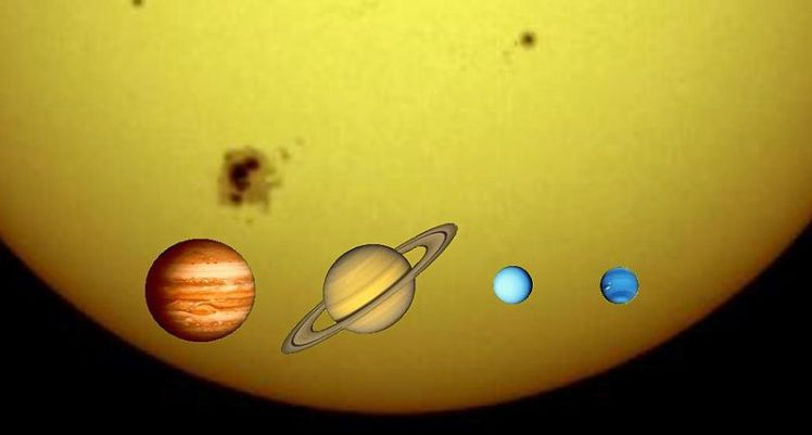 Jupiter, Saturn, Uranus and Neptune to scale against the Sun. Drawing by Urhixidur, public domain, via Wikipedia.