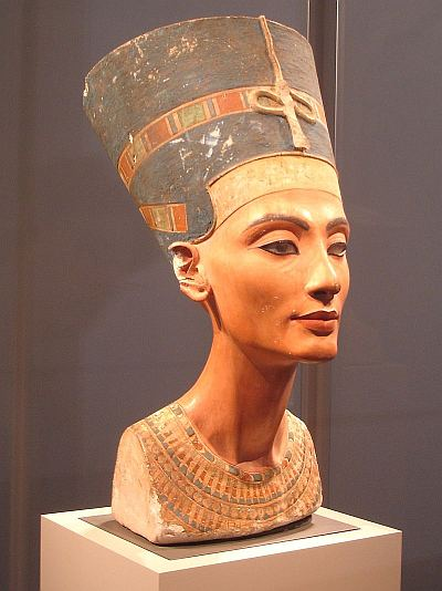 Bust of Nefertiti, held at the Neues Museum in Berlin, though to have been carved (and 'photoshopped', with gypsum) by Thutmose around 3360 years before the present.