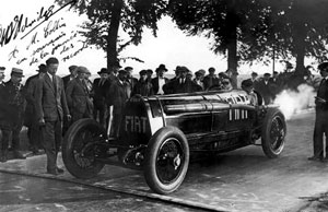 Ernest Eldridge at Arjapon with his immense Fiat, Mephistopheles - about to break the world land speed record. Public domain, via Wikipedia.