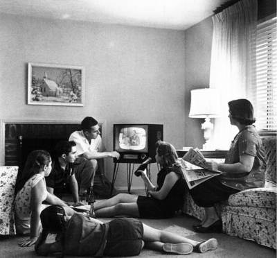 Family watching TV in the US, 1958. Public domain, via Wikipedia.