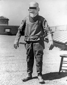 Pressure suit built by B F Goodrich in 1934 for high-altitude aviator Wiley Post. Later suits built on experience gained from early suits like this one. Public domain, via Wikipedia.